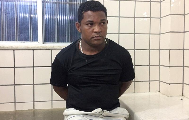 Perversão: Maníaco é preso se masturbando no banheiro químico da Exposição  - LiberdadeNews